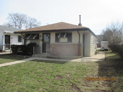 Milwaukee Single Family Home For Sale: 5668 N 79th St