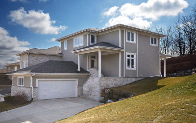Waukesha Single Family Home For Sale: 3617 Oak Valley Ln