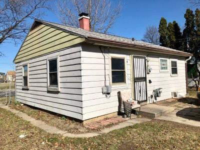 Milwaukee Single Family Home For Sale: 5516 N 60th St