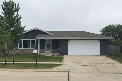 Oak Creek WI Single Family Home Active Contingent With Offer: $258,000