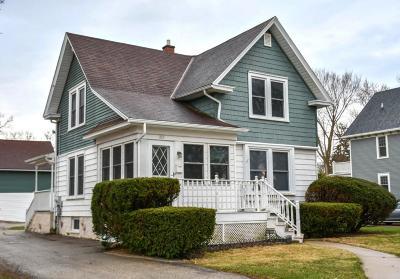 Oconomowoc Single Family Home For Sale: 207 N Locust St