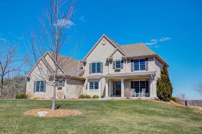 New Berlin Single Family Home Active Contingent With Offer: 20190 Settlers Hollow Ln