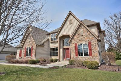 Oconomowoc Single Family Home Active Contingent With Offer: 1834 Springhouse Dr