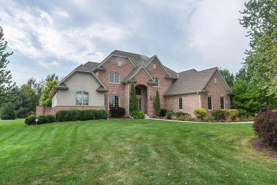 Pewaukee Single Family Home Active Contingent With Offer: W286n3369 Stone Fence Ct