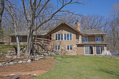 Delafield Single Family Home Active Contingent With Offer: W327s1089 Timberline Cir