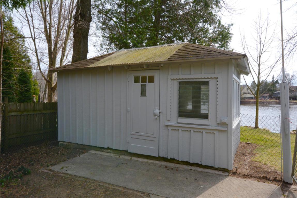 12623 N East Shoreland Dr, Mequon, WI.| MLS# 1578466 | The Stefaniak Group,  LLC