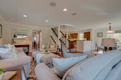 Whitefish Bay Single Family Home Active Contingent With Offer: 1242 E Courtland Pl