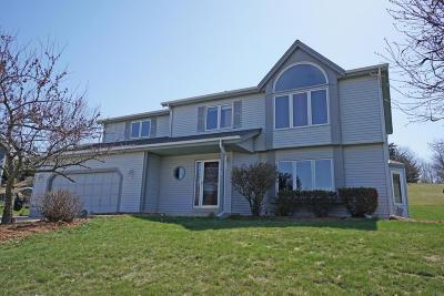 Oconomowoc Single Family Home For Sale: 959 Bartlett Dr