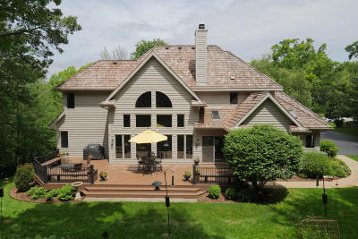Delafield Single Family Home For Sale: N16w30883 Woodland Hill Dr