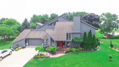 Port Washington Single Family Home For Sale: 1136 Noridge Trl