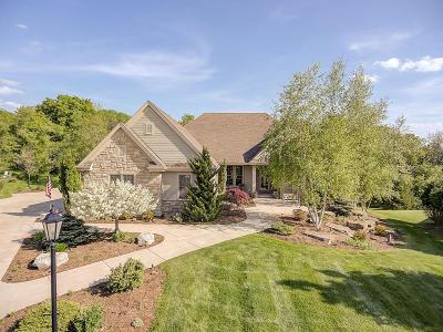 Pewaukee Single Family Home For Sale: N23w27271 Arlington Ct