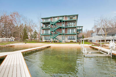 Kenosha County Condo/Townhouse Active Contingent With Offer: 139 Lance Dr #304