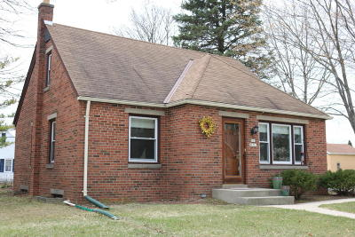 Cedarburg Single Family Home Active Contingent With Offer: N81w6701 Fair St