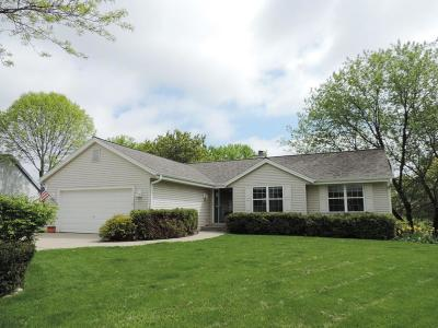 Pewaukee Single Family Home Active Contingent With Offer: 314 Turnberry Ct