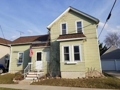 Single Family Home Active Contingent With Offer: 121 Prospect St