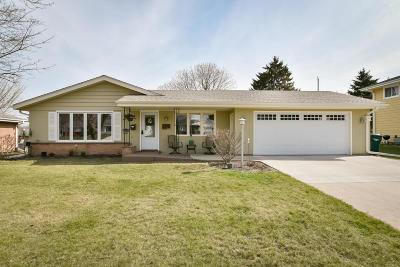 Port Washington Single Family Home Active Contingent With Offer: 257 Antoine Dr