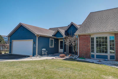 Pewaukee Condo/Townhouse Active Contingent With Offer: W268n1913 Shooting Star Rd #A
