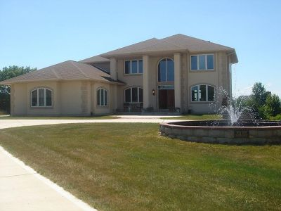 Waukesha Single Family Home Active Contingent With Offer: W234s4519 Dustin Ct