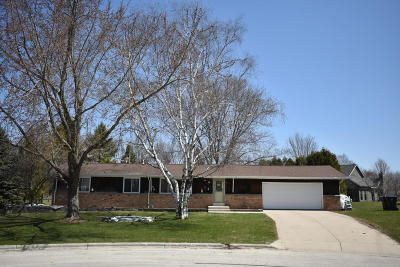 Belgium Single Family Home Active Contingent With Offer: 412 Lisa Cir