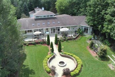 Pewaukee Single Family Home For Sale: N43w23266 Beaver Ct
