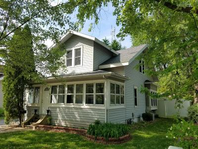 Oconomowoc Single Family Home Active Contingent With Offer: 1020 W Wisconsin Ave