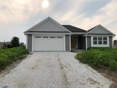 Ixonia WI Single Family Home Active Contingent With Offer: $276,990