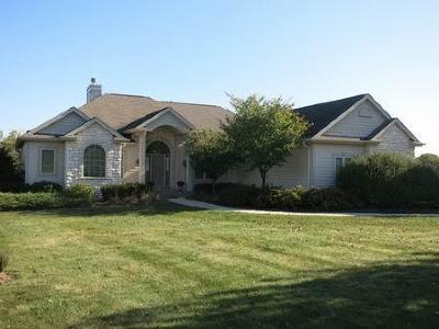 Waukesha Single Family Home Active Contingent With Offer: S40w30338 Hamilton Dr