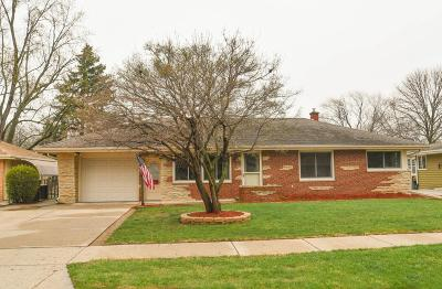 Menomonee Falls Single Family Home Active Contingent With Offer: N85w17365 Lee Pl