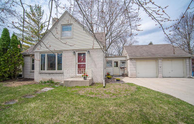 Menomonee Falls Single Family Home Active Contingent With Offer: W164n8411 Hiawatha Ave