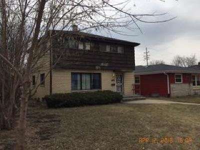 Milwaukee Single Family Home Active Contingent With Offer: 6041 W Leon Tr