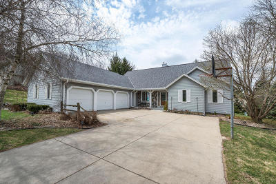 Waukesha Single Family Home Active Contingent With Offer: 3029 Minot Ln