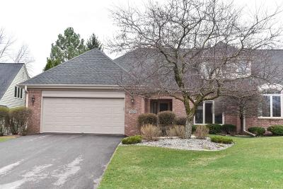 Mequon Condo/Townhouse Active Contingent With Offer: 2643 W Lake Vista Ct