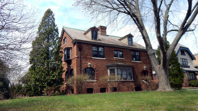 Milwaukee Single Family Home Active Contingent With Offer: 1809 N Hi Mount Blvd