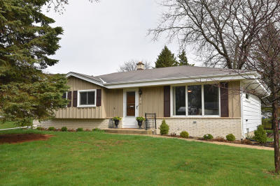 Grafton Single Family Home Active Contingent With Offer: 240 W Juniper Dr