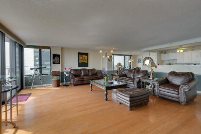 Milwaukee Condo/Townhouse For Sale: 929 N Astor #1602-160