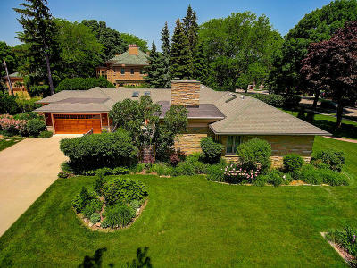 Shorewood Single Family Home For Sale: 4201 N Lake Dr