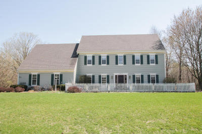 Hartland Single Family Home Active Contingent With Offer: N67w29437 Richter Rd