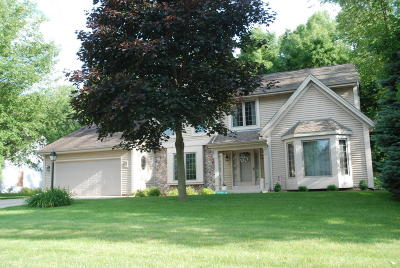 Sussex Single Family Home Active Contingent With Offer: N73w24473 Ridgewood Rd