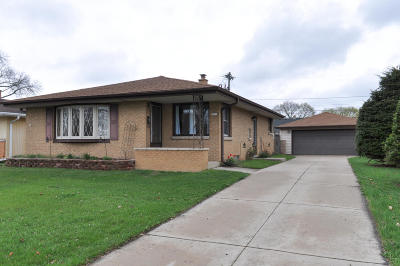 West Allis WI Single Family Home Active Contingent With Offer: $175,000