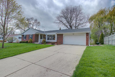 Menomonee Falls Single Family Home Active Contingent With Offer: W173n8505 Westbridge Ave