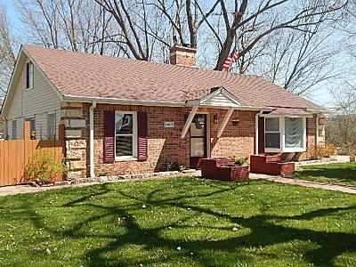 Pleasant Prairie WI Single Family Home Active Contingent With Offer: $174,900