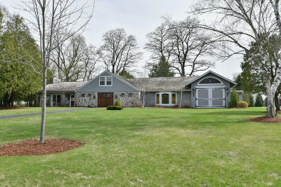 Cedarburg Single Family Home For Sale: 4525 Columbia Rd