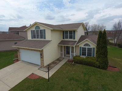 Waukesha Single Family Home Active Contingent With Offer: 2304 Brookstone Ln