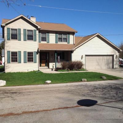 Pewaukee Single Family Home For Sale: N37w26876 Kopmeier Dr