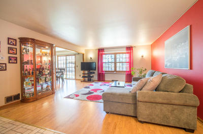 Cedarburg Condo/Townhouse Active Contingent With Offer: W72n1094 Hampton Ave