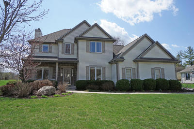 Hartland Single Family Home Active Contingent With Offer: 305 Woodlands Ct