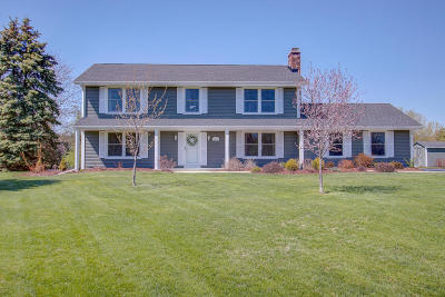 Mukwonago Single Family Home Active Contingent With Offer: S67w32672 Ashton Way E