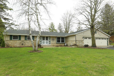 Muskego Single Family Home Active Contingent With Offer: W126s6370 Coleridge Ct