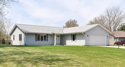 New Berlin Single Family Home Active Contingent With Offer: 4933 S Loftus Ln