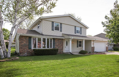 Muskego Single Family Home For Sale: W136s6928 Hale Park Dr